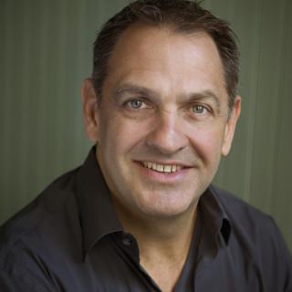 Headshot Gus Robertson CEO NGINX